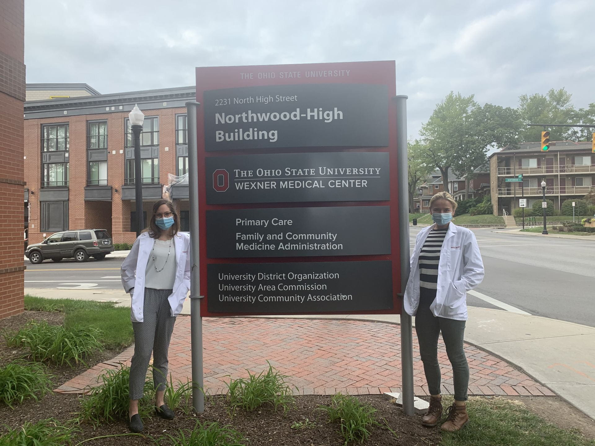 Ohio State Medical Students Havi Rosen and Molly McNamara stand outside Columbus Free Clinic