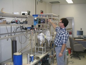 Joseph Ruggieri working in the Mak lab;
